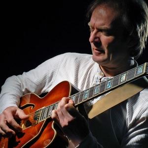 Acoustic Fingerstyle Guitar by Guitar Moves Marc Lezwijn
