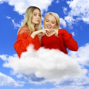 Systrarna Larsson by Zara Larsson och Noel Flike